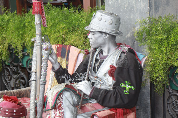 NOLA-D1-silver-man-street-performer