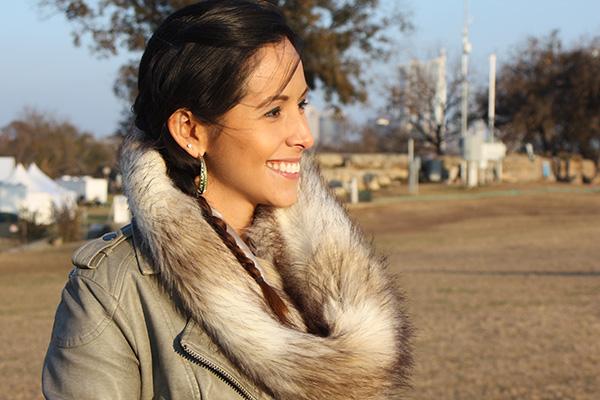 green-leather-jacket-fur-scarf-closeup