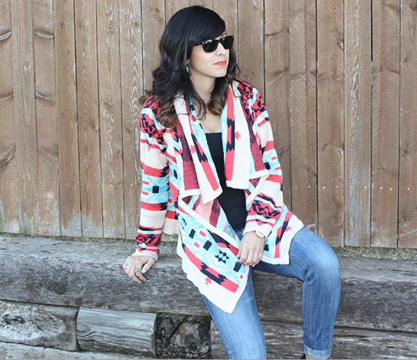 tribal-sweater-jeans-raybans-fencebackdrop