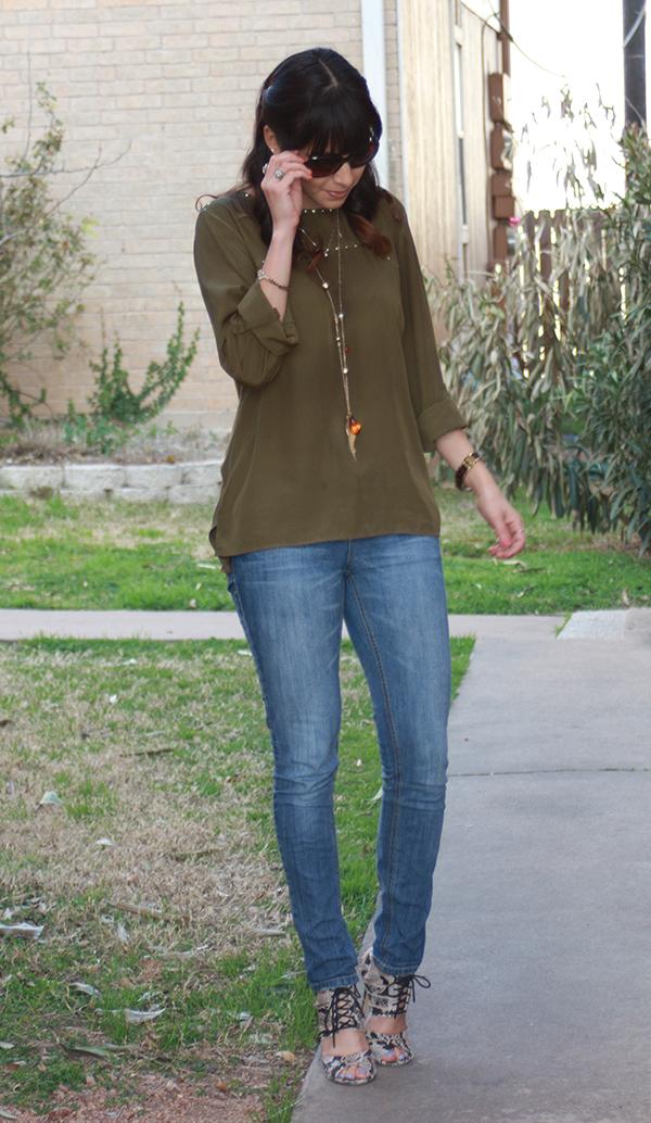 jeans-greenshirt-snakeskin-heels